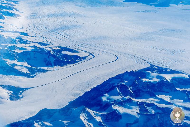 Der Blick auf Grönland auf dem Flug nach Kanada
