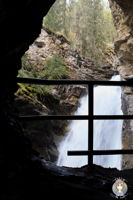 Blick auf die Lower Falls im Johnston Canyon, Kanada