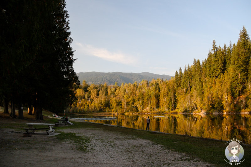 Der Williamson Lake in Revelstoke im Herbst, BC, Kanada