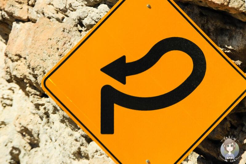 Kurven-Verkehrsschild am Hoover Dam