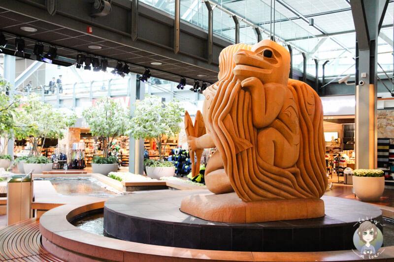 Schnitzerei im Airport von Vancouver