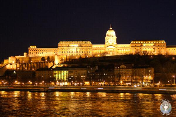 Die Burg von Budapest bei Nacht Ein Bericht von unserer Budapest Reise