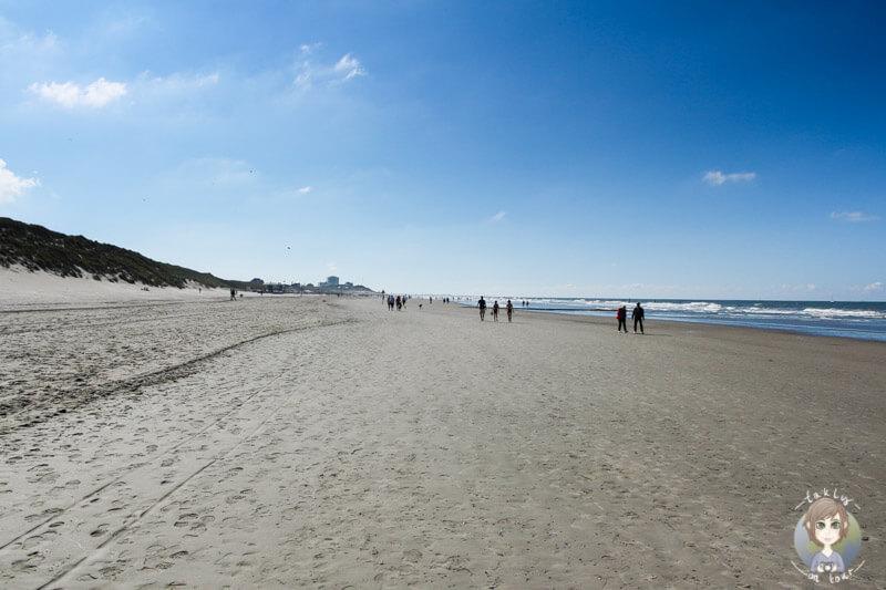 Kilometerweiter Strandabschnitt auf der Insel Norderney