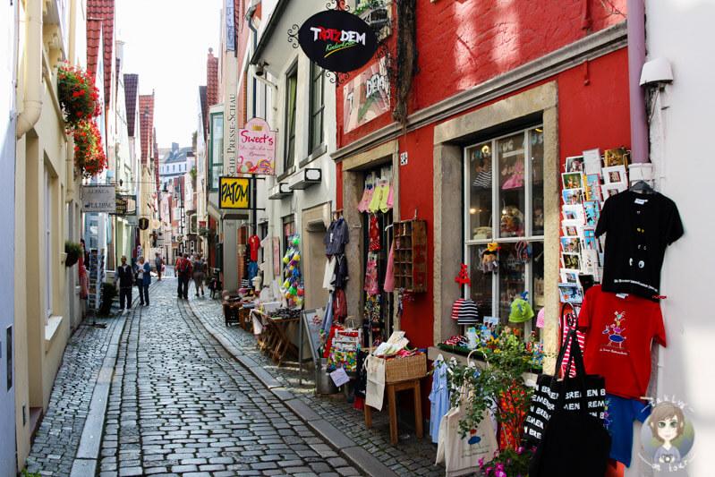 Die Einkaufsstraße in Schnoor in Bremen