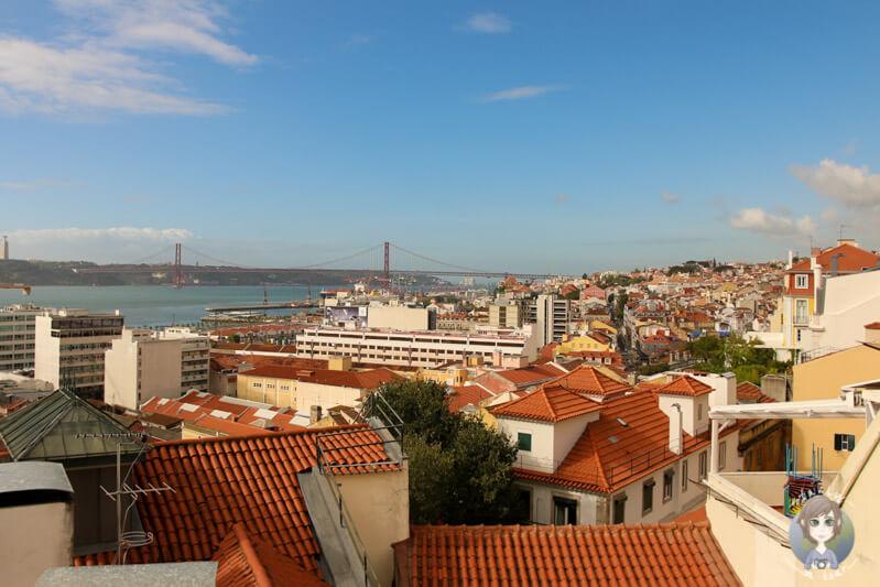 Aussicht über Lissabon bekommt man vom Miradouro Santa Catarina