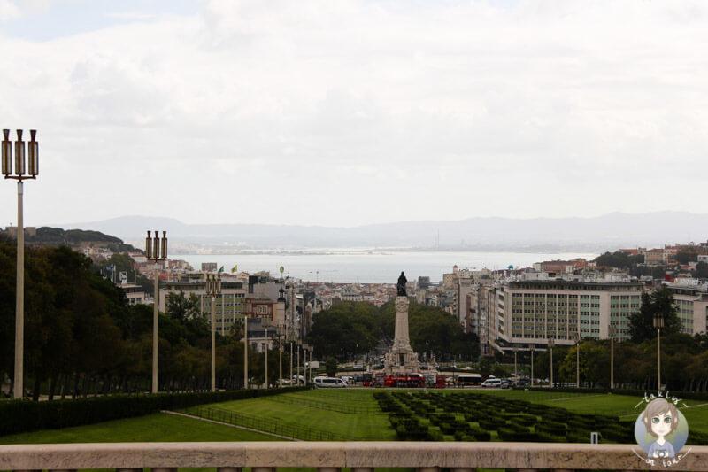 Blick auf den Tejo vom Miradouro do Parque Eduardo VII in Lissabon