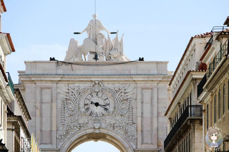 Der Triumphbogen am Praça do Comércio in Lissabon