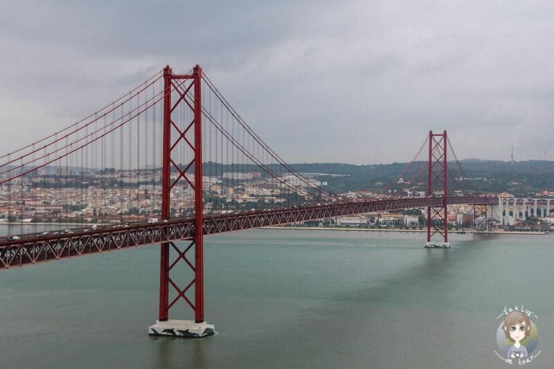 Ein Wahrzeichen von Lissabon, die Ponte 25 de Abril