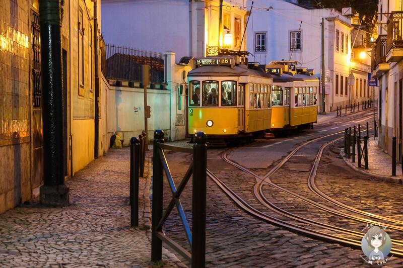 Die Tram 28 am Abend in Lissabon