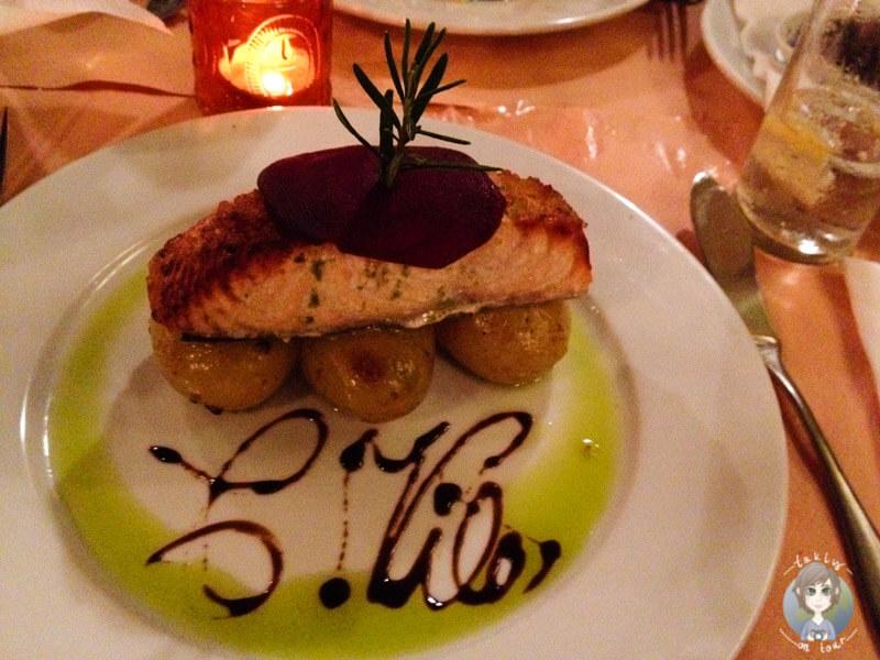 Leckeres Fischgericht im Restaurant Cantinho da Vila