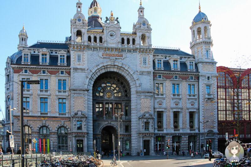 Die Fassade vom Bahnhof Centraal in Antwerpen