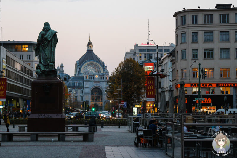 Der erste Blick auf den Bahnhof Centraal in Antwerpen