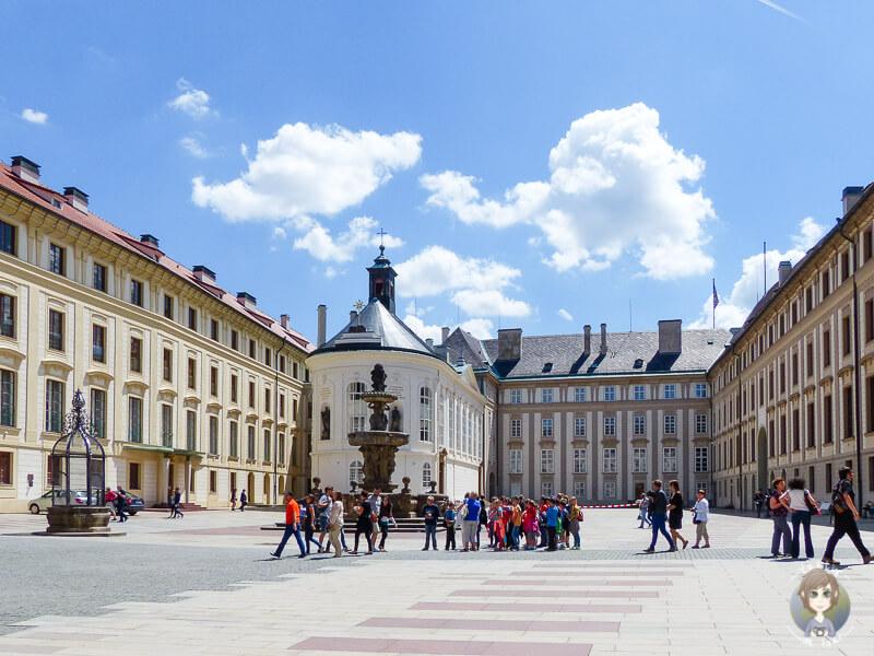 Eine der top Sehenswuerdigkeiten ist die Prager Burg