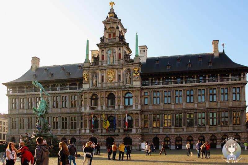 stadthuis-auf-dem-grote-markt-in-antwerpen