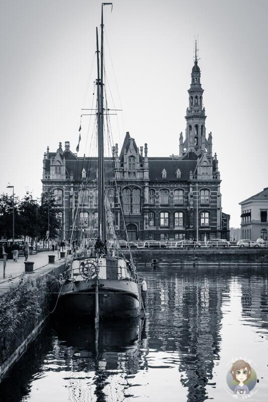 Am Bonapartedock in Antwerpen