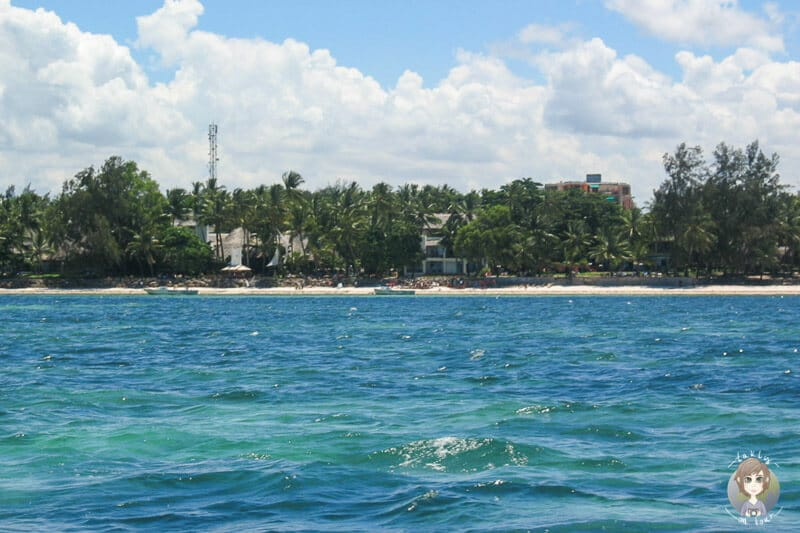 Blick auf den Bamburi Beach in Mombasa in unserem Kenia Urlaub mit Safari
