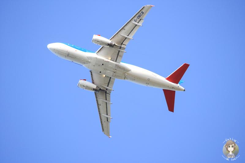 Flugzeuge beobachten Kinder