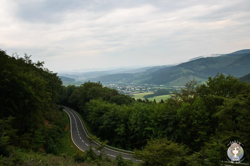 Eine tolle Aussicht auf die Berge im Sauerland