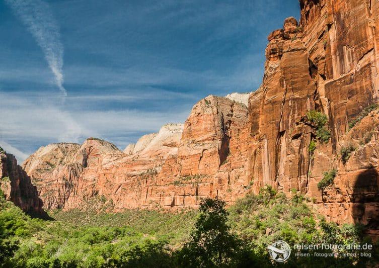 Die typische Landschaft vom Zion Nationalpark ist ein Unterschied von Westkueste USA zu Ostkueste USA