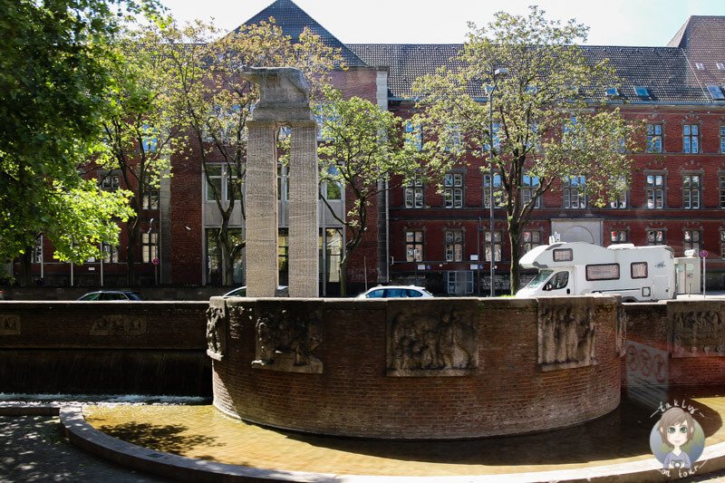 Ein Brunnen am Stadtmuseum in Koeln