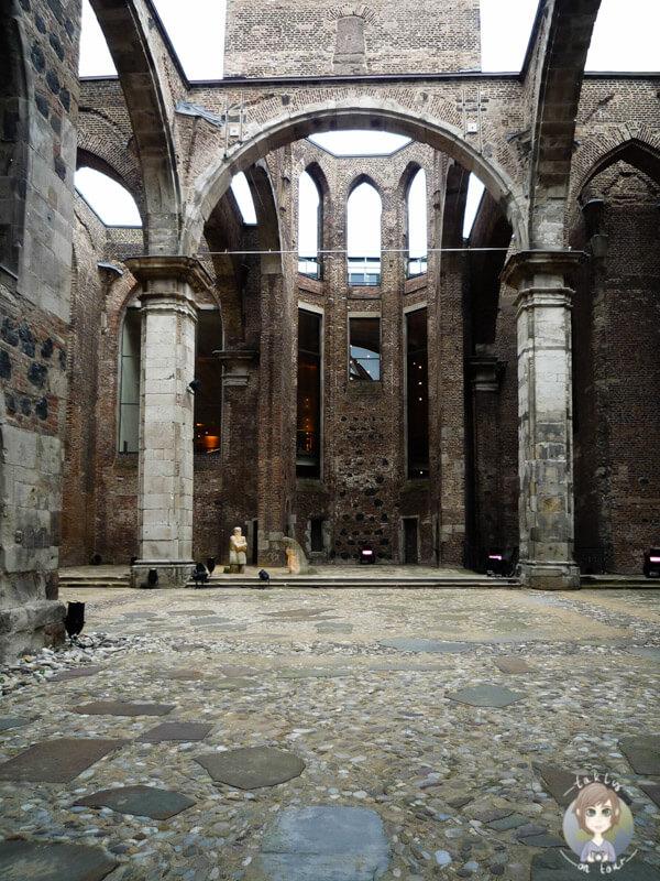 Ein Blick in die Kirchenruine Alt St. Alban, Köln