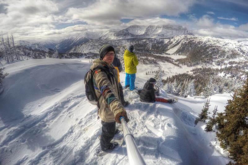 Eine Schneewanderung in Banff im Winter in Kanada