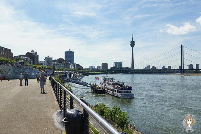 Bootstour Start vom Rheinufer Duesseldorf
