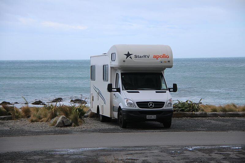 Freedom Camping am Meer waehrend unserer Reise mit dem Camper in Neuseeland