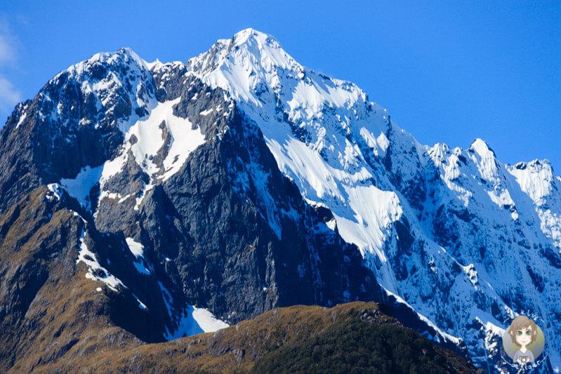 schneebedeckter Berggipfel in Southland, Neuseeland
