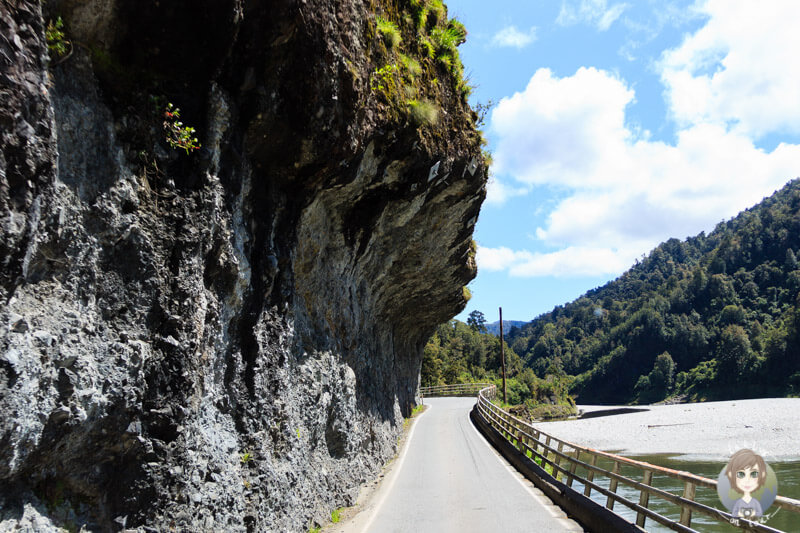 tiefhängende Felsen am Buller River