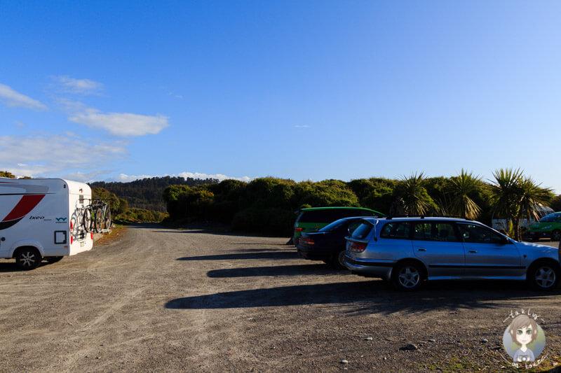 Autos auf Campervanplätzen am Gillespies Beach