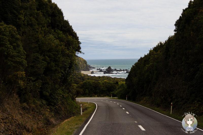Fahrt an der Küste entlang auf dem hasst Highway