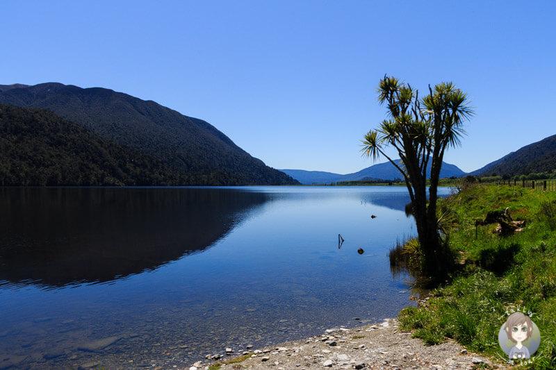 Der wunderschöne Lake Poerua an der Westküste von Neuseeland
