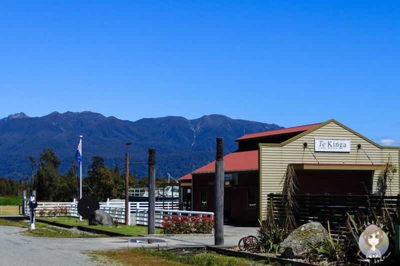 Ein Gebäude in Te Kinga