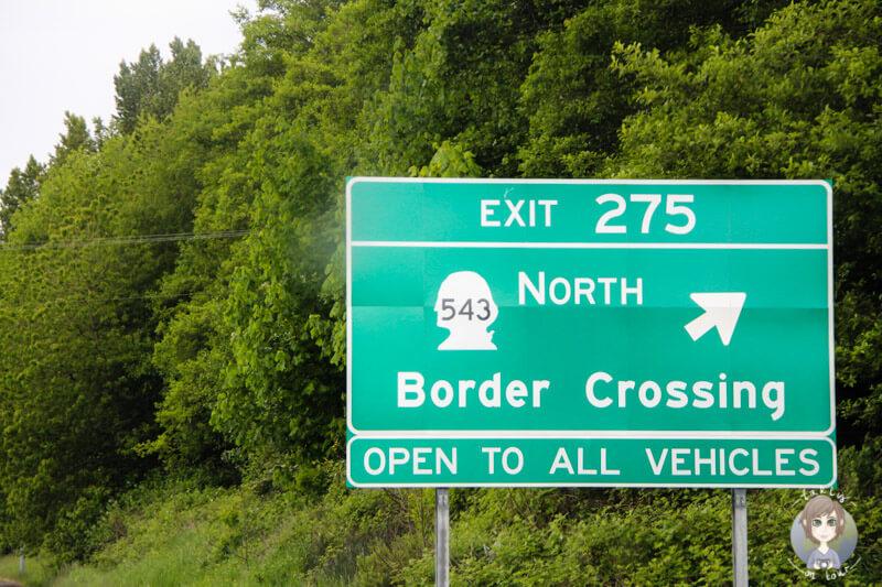 Verkehrsschild Richtung Grenze