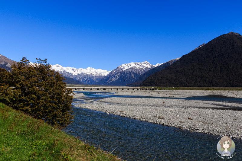 Toller Blick über den Waimakariri River und die Bergwelt