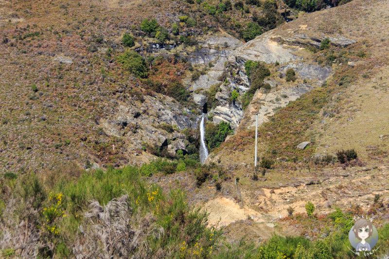 Ein Wasserfall am Lake Wakatipu