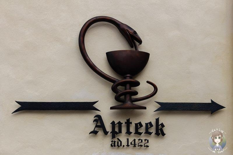 Schild zur ältesten Apotheke in Tallinn