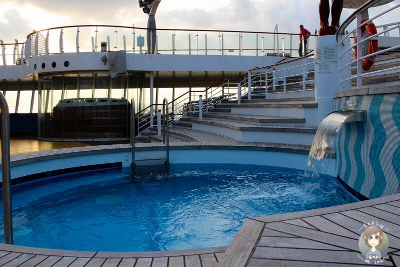 Der Pool auf dem Aussendeck der AIDAmar