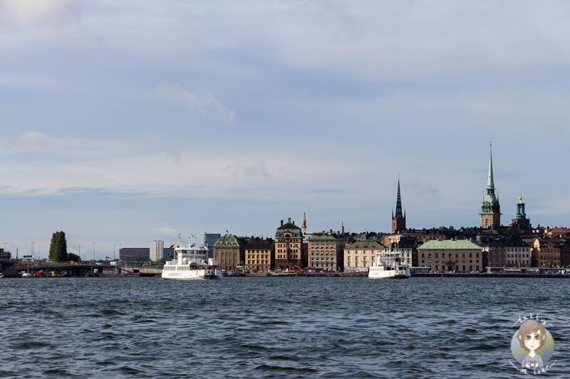 Blick vom Wasser auf Gamla Stan in Stockholm
