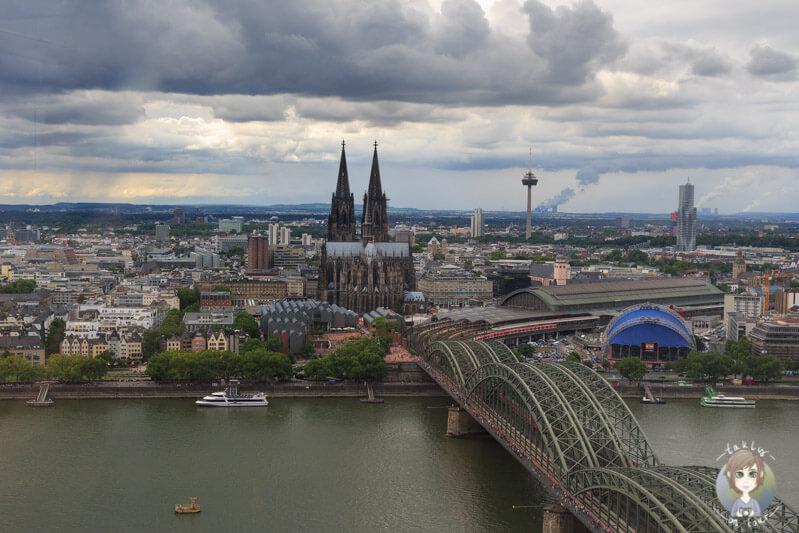Ein Blick vom LVR Turm in Köln auf die Stadt