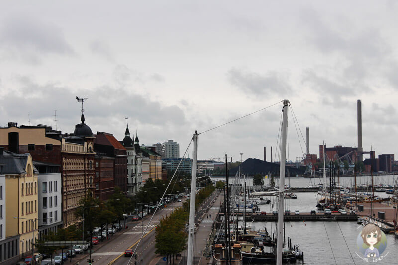 Blick auf den Hafen von der Uspenski Kathedrale in Helsinki