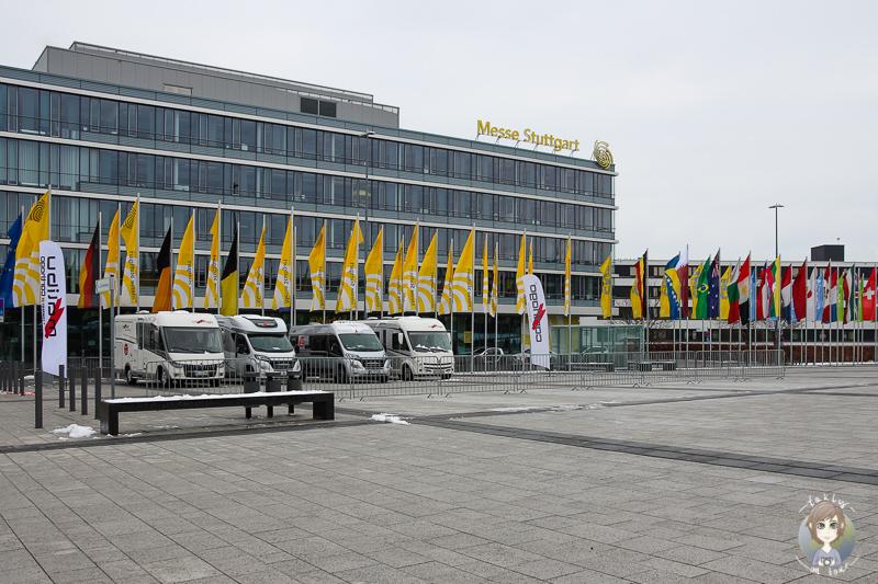 Blick auf die Messe Stuttgart mit Wohnmobilen vor der Tuer bei der CMT