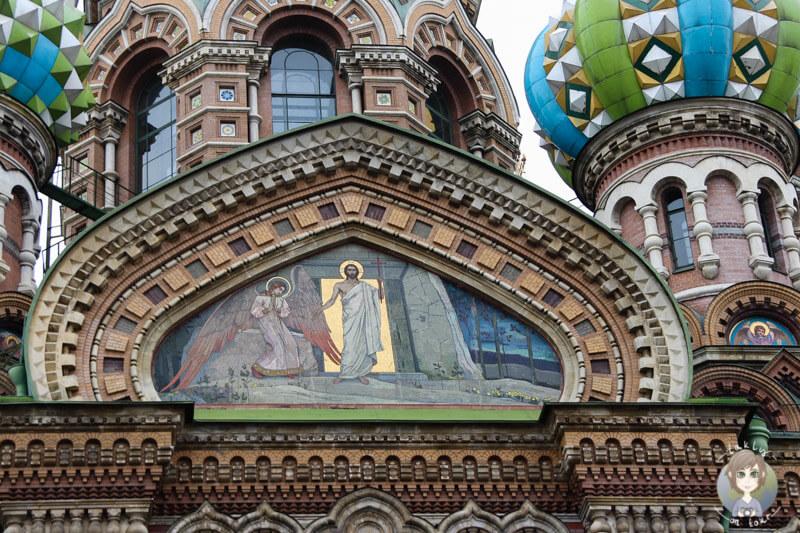 Malerei an der Fassade der Auferstehungskirche St. Petersburg