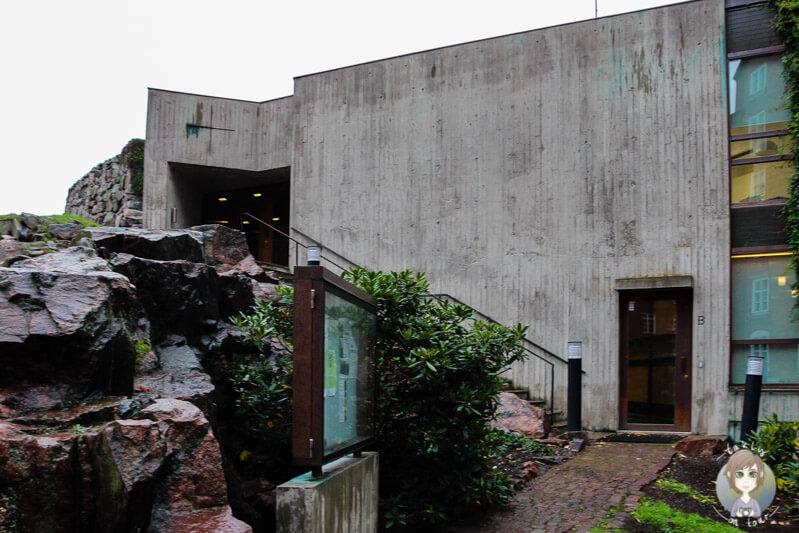 Die Außenseite der Felsenkirche von Helsinki