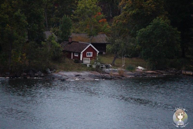 Ein schwedisches Haus auf einer Schäre