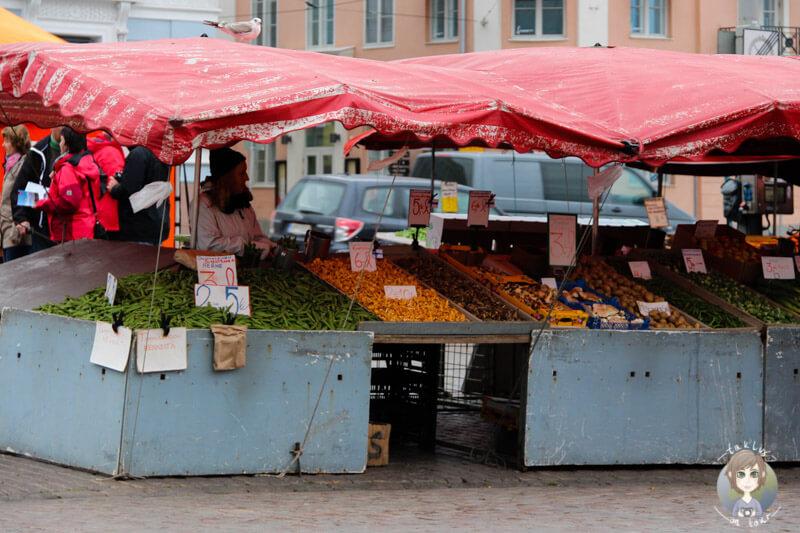 Ein Marktstand am Hafen von Helsinki