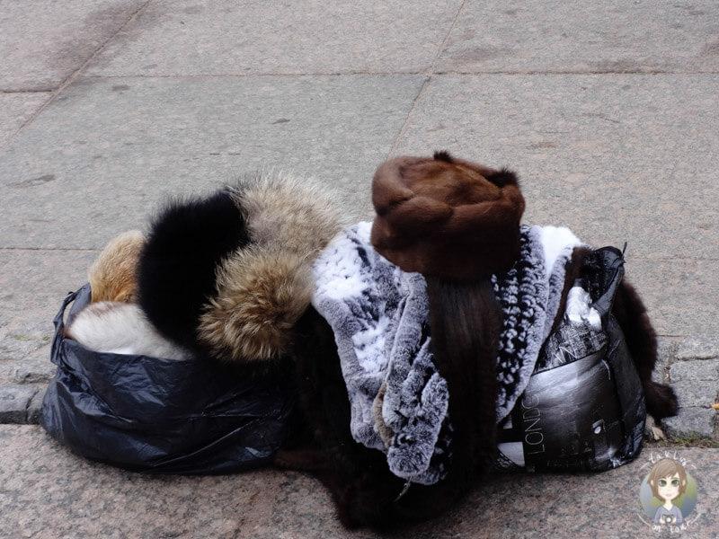 Ein Stand von einem Pelzverkäufer in St. Petersburg