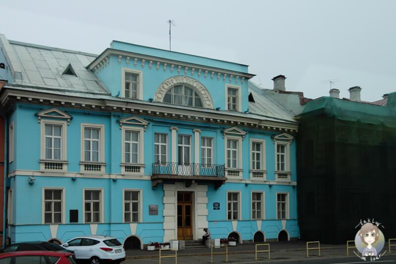 Ein buntes Gebäude in St. Petersburg (2)