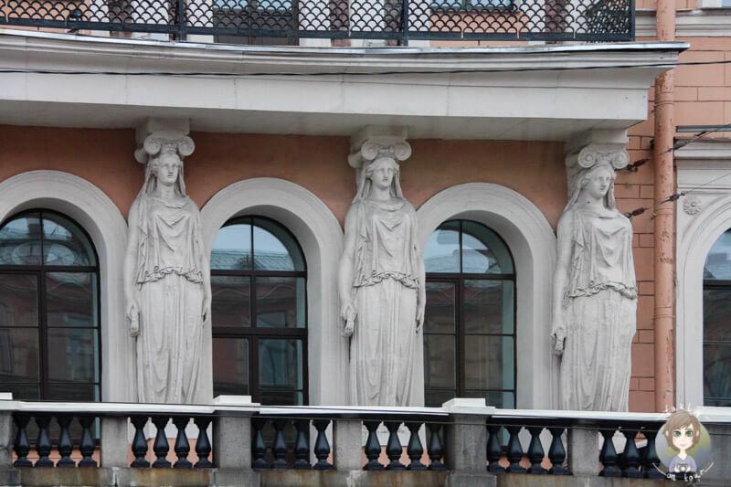 Ein buntes Gebäude in St. Petersburg (3)